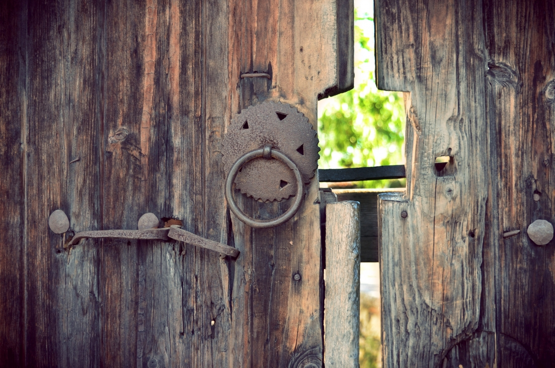 A door between the past and the future