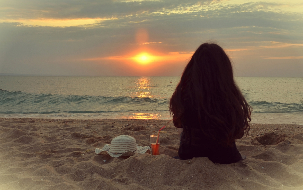 Meet to Sunrise in the Sea
