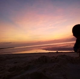 Kid playing with sand